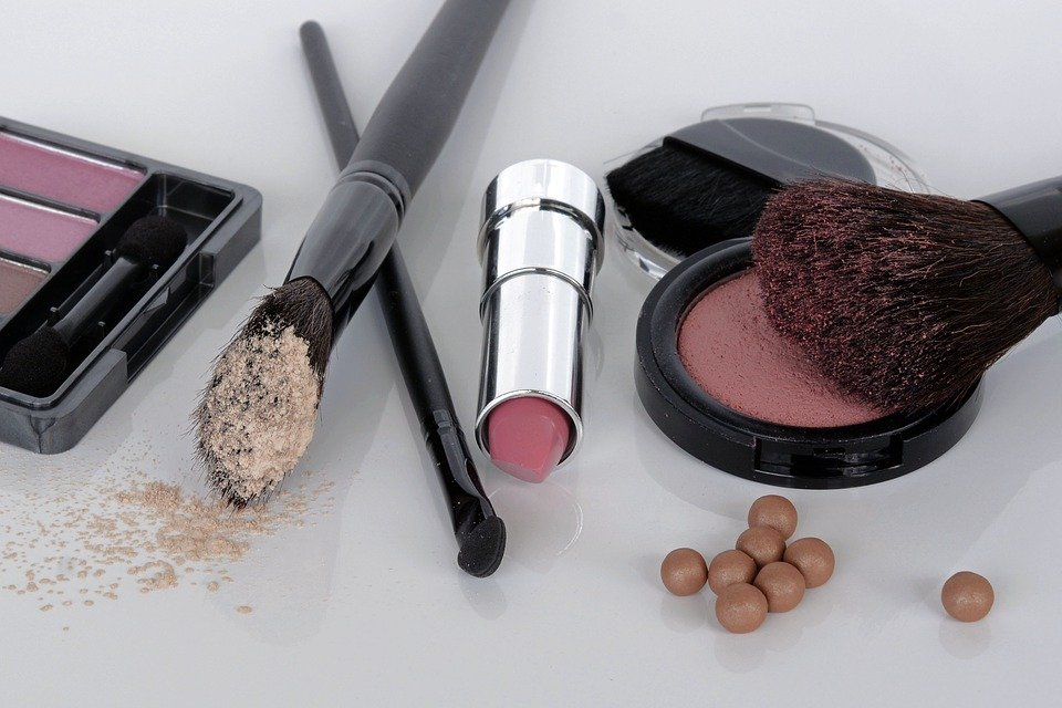 How to Sell Makeup Online - GetSocio Blog